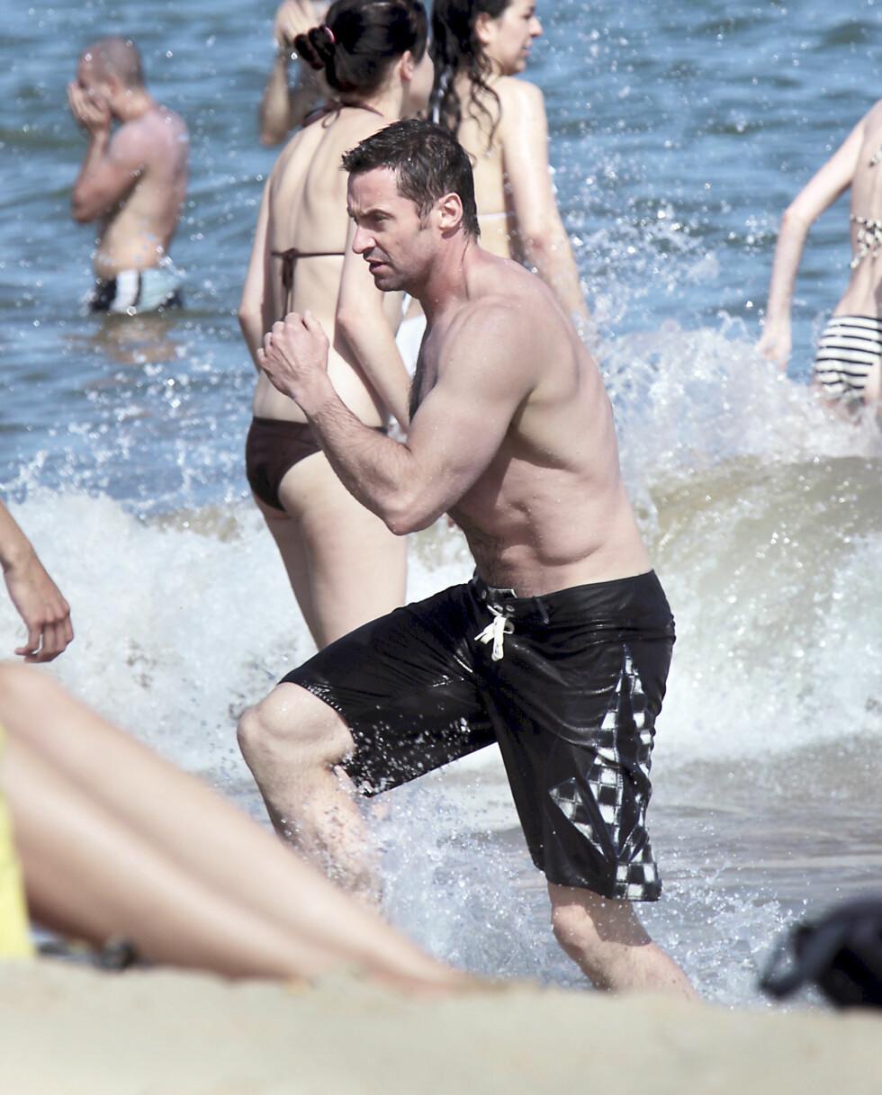 HOLDER SEG GODT: Hugh Jackman blir snart 45 år, men har en kropp en 20-åring ville vært misunnelig på. Foto: Stella Pictures