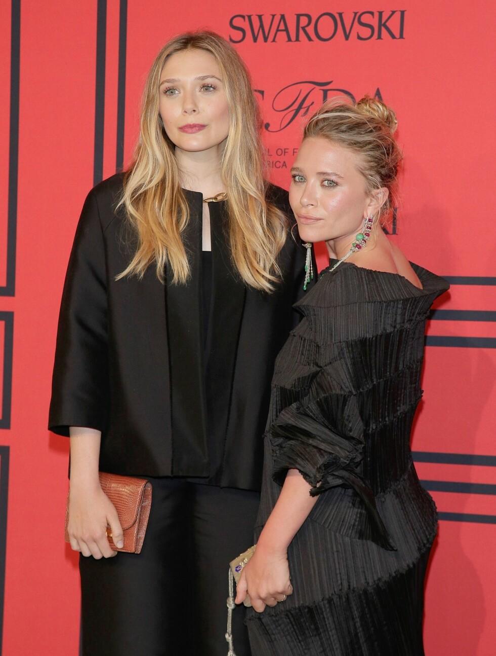 SØSKENKJÆRLIGHET: Elizabeth og Mary Kate Olsen kom sammen til utdelingen. Foto: All Over Press