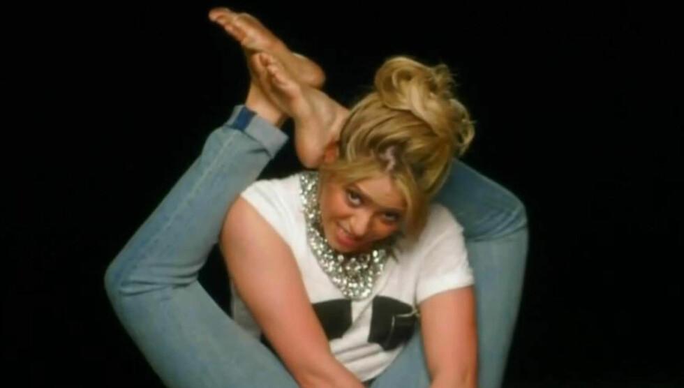 SKILLS: Ingen tvil om at Shakira er myk. Foto: PLANET PHOTOS
