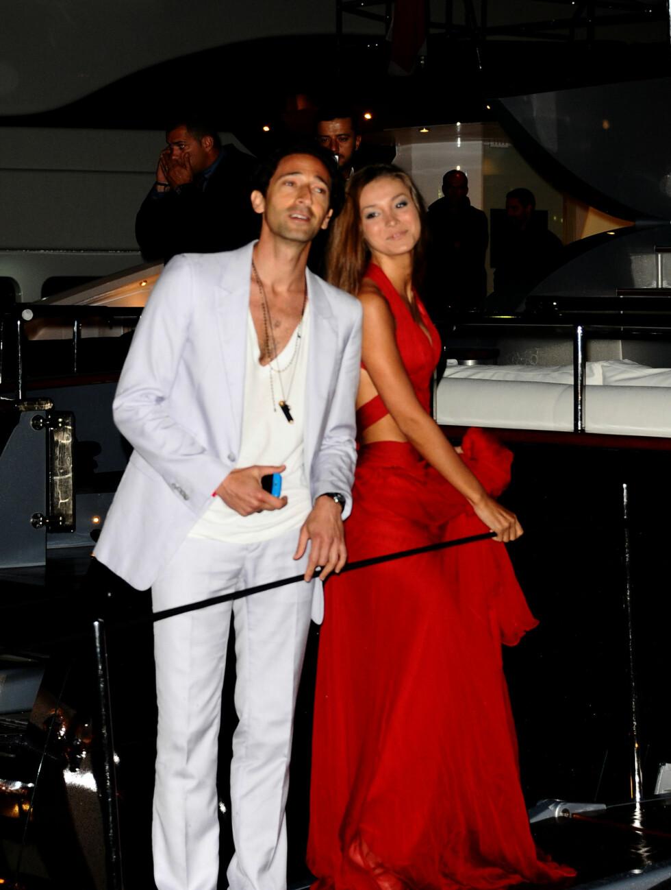 PARTYKLARE: Skuespiller Adrian Brody kom med kjæresten Lara Lieto.  Foto: All Over Press