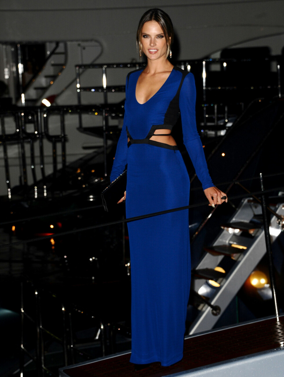 DANSET: Alessandra Ambrosio hadde fått barnevakt og danset til langt på natt.  Foto: All Over Press