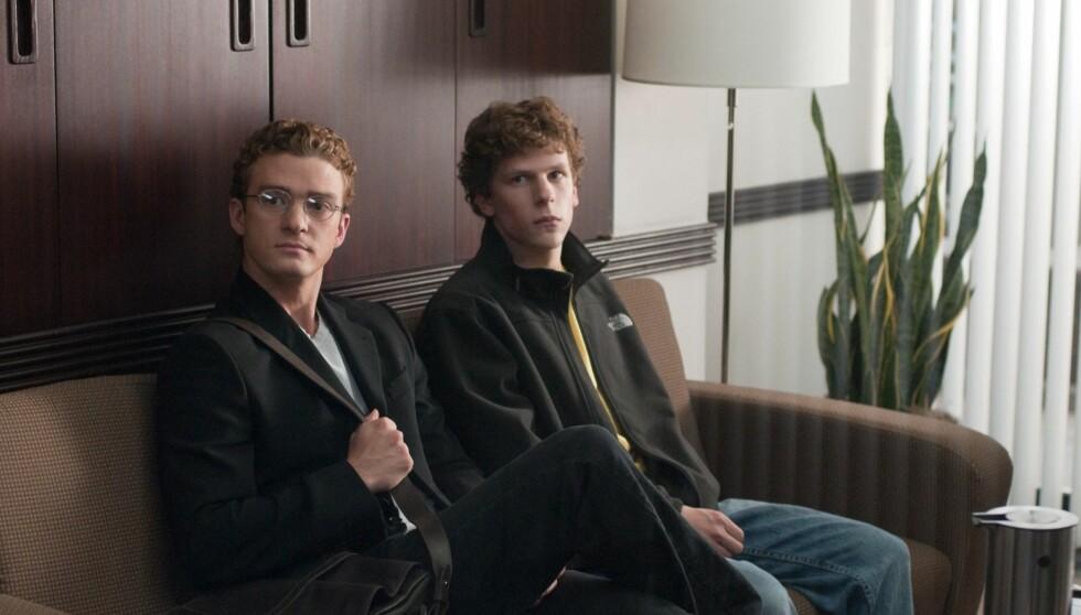 SPILT AV JUSTIN: Sean Parker ble portrettert i filmen «The Social Network» fra 2010, av selveste Justin Timberlake. Her med Jessie Eisenberg som Parkers Facebook-kollega Mark Zuckerberg. Foto: FAME FLYNET