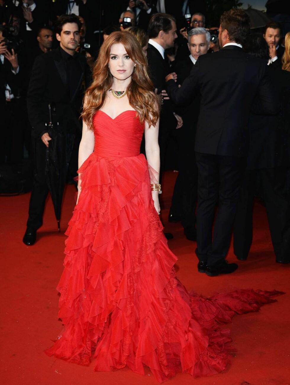CANNES: Isla Fisher spiller også i «The Great Gatsby», og var på plass på rød løper iført en rød kjole. Foto: All Over Press