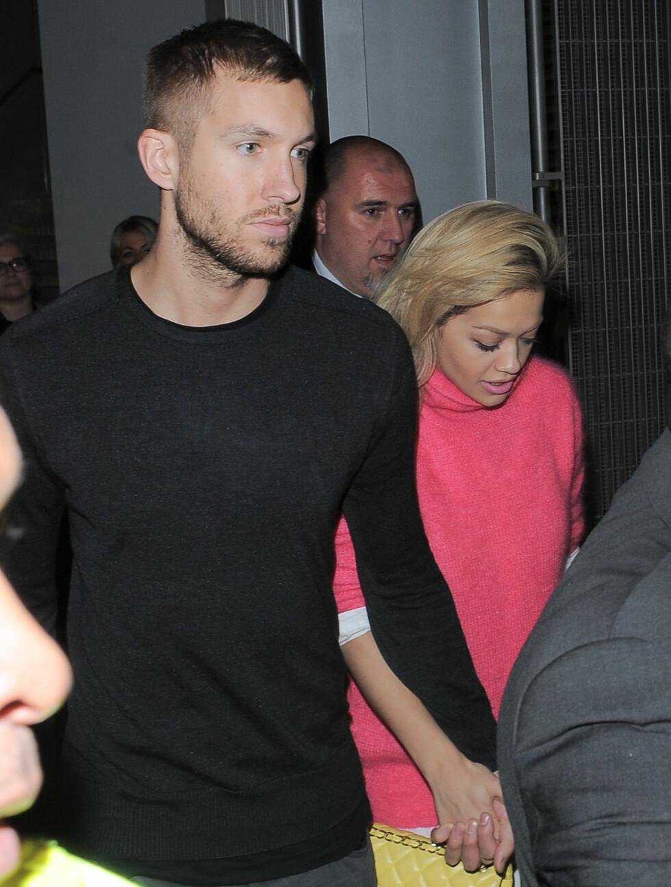 FRAVÆRENDE: Ryktene ville ha det til at også Rita Ora hadde fått Cannes-invitasjon av Leonardo DiCaprio. Hun var ingen steder å se på den røde løperen under åpningsfesten. Tidligere denne uken ble hun derimot fotografert hånd i hånd med dj Calvi Foto: All Over Press