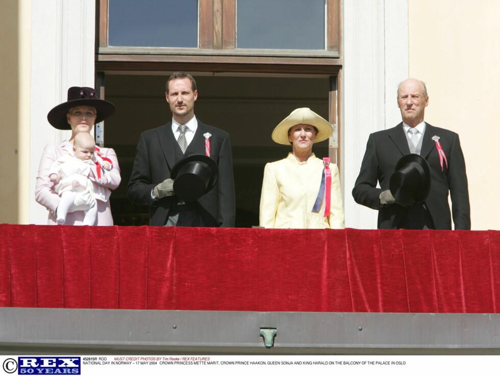 2004: man skal tidlig krøkes, og prinsesse Ingrid Alexandra debuterte på Slottsbalkongen 17.mai samme år som hun ble født.  Foto: All Over Press