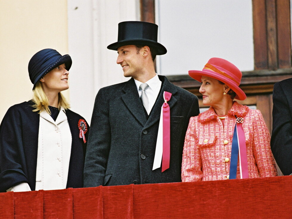 2001: Mette-Marit var første gang med på balkongen på 17.mai samme år som hun giftet seg.  Foto: TOM HANSEN