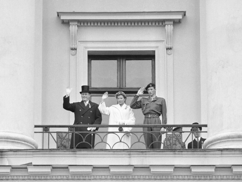 1956: Kong Olav med prinsesse Astrid og daværende kronprins Harald.  Foto: NTB scanpix