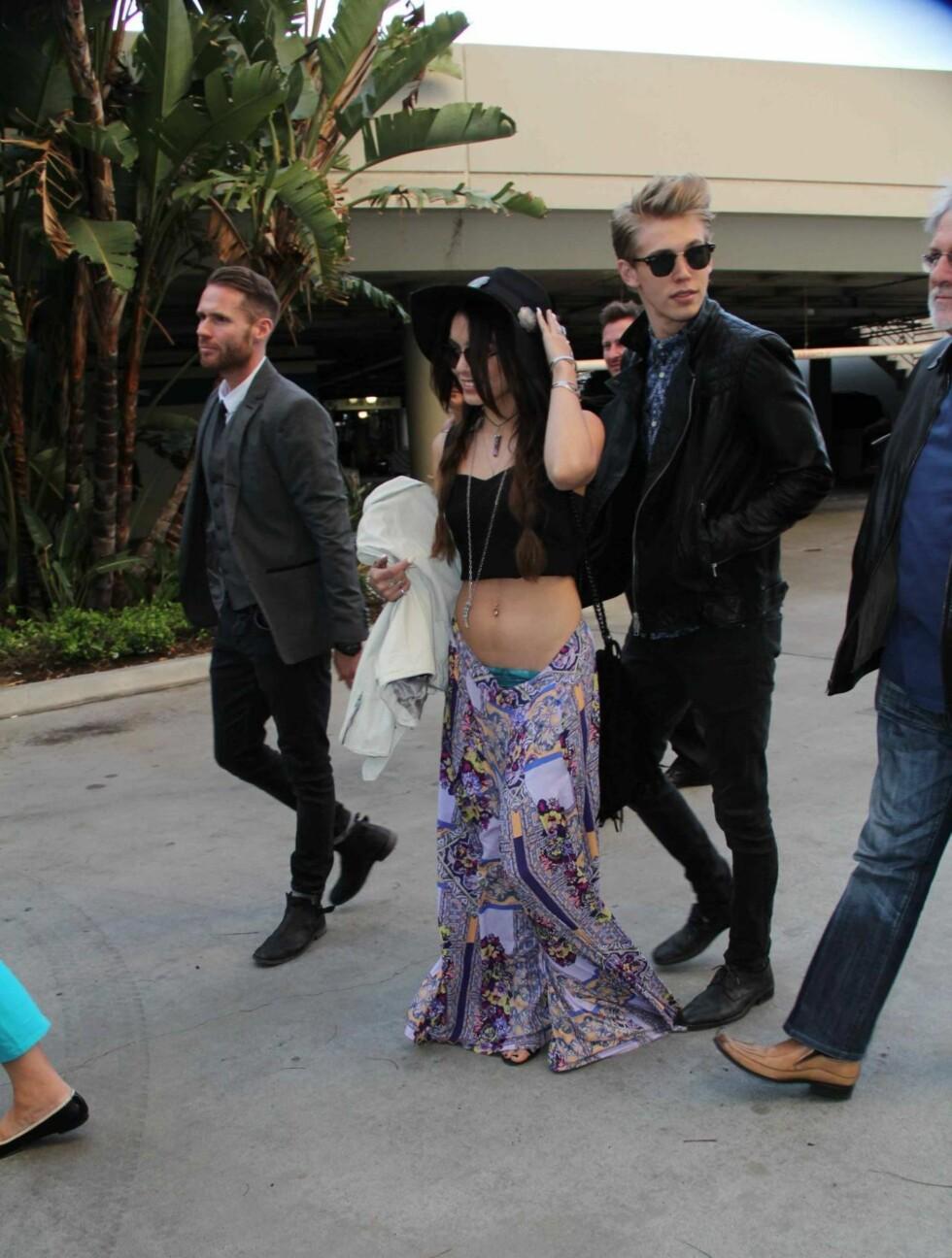 TRUSEGLIPP: Vanessa Hudgens truse kom til syne da kjæresten Austin tråkket på buksen hennes. Foto: All Over Press