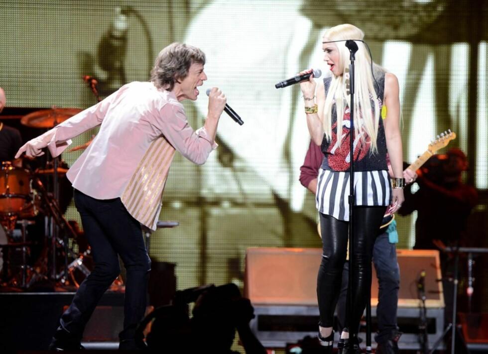 GJESTEOPPTREDEN: Gwen Stefani og Mick Jagger overrasket med duett på scenen i Los Angeles fredag kveld. Foto: All Over Press