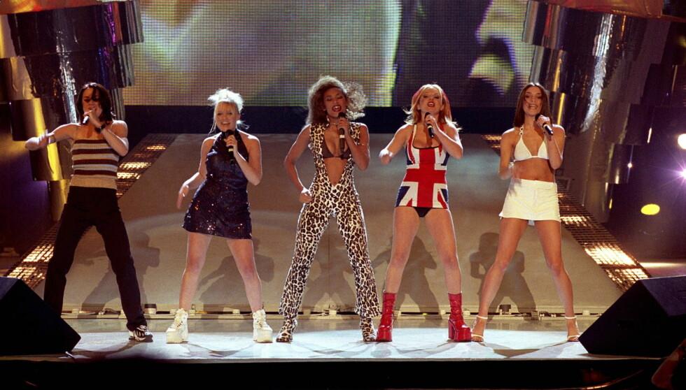 GIRL POWER: Halliwell regjerte listene på 90-tallet sammen med resten jentene i Spice Girls. Fra venstre: Melanie Chisholm (Mel C), Emma Bunton (Baby Spice), Melanie Brown (Mel B), Geri Halliwell (Ginger Spice) og Victoria Beckham (Posh). Foto: All Over Press