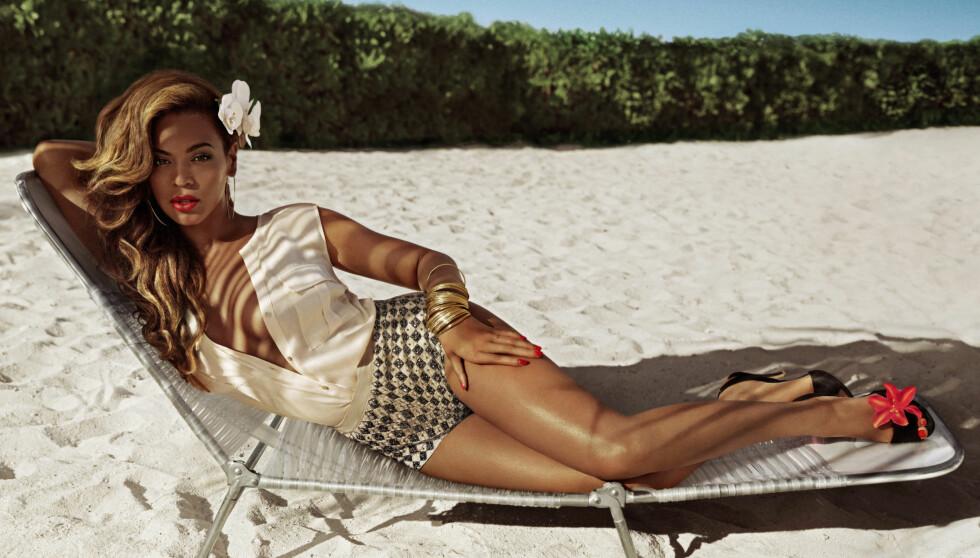 FORFØRENDE: Bildene til Hennes & Mauritz' sommerkampanje «Beyoncé som Mrs. Carter i H&M» er tatt på en tropisk øye. Beyoncé har selv hvert med å designer klærne - flere av dem bikinier.  Foto: H&M