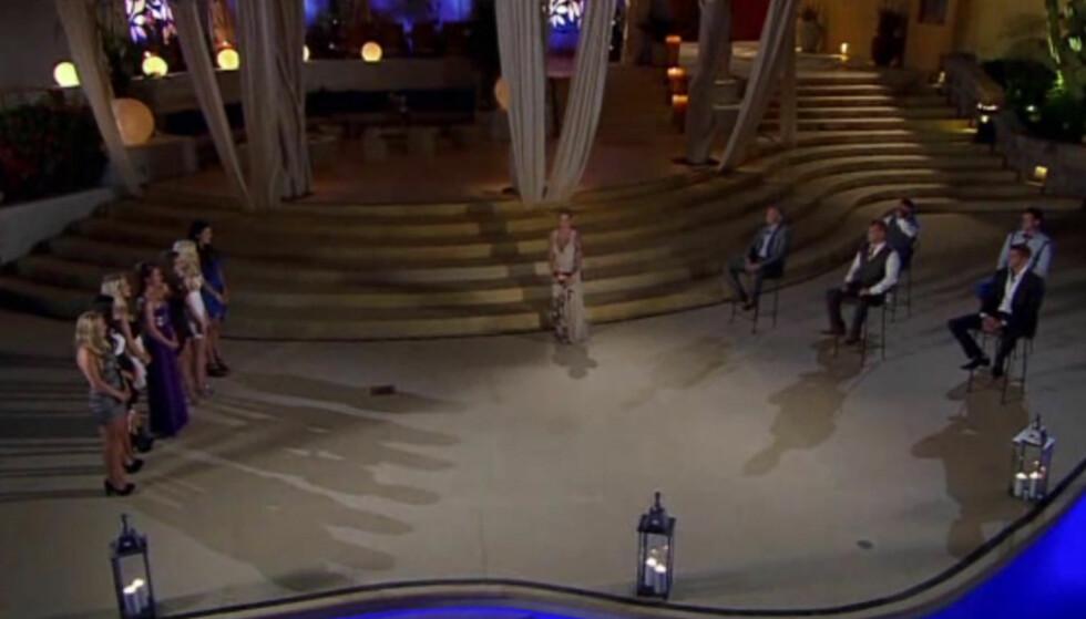 IKKE SOM PÅ TV: Flere tidligere «Paradise Hotel»-deltagere sier til Seoghør.no at parseremoniene som bestemmer hvem som ryker er mye mer regissert enn bildene gir inntrykk av. Foto: TV3
