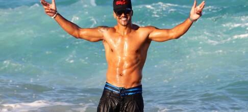 Viste muskler på stranden