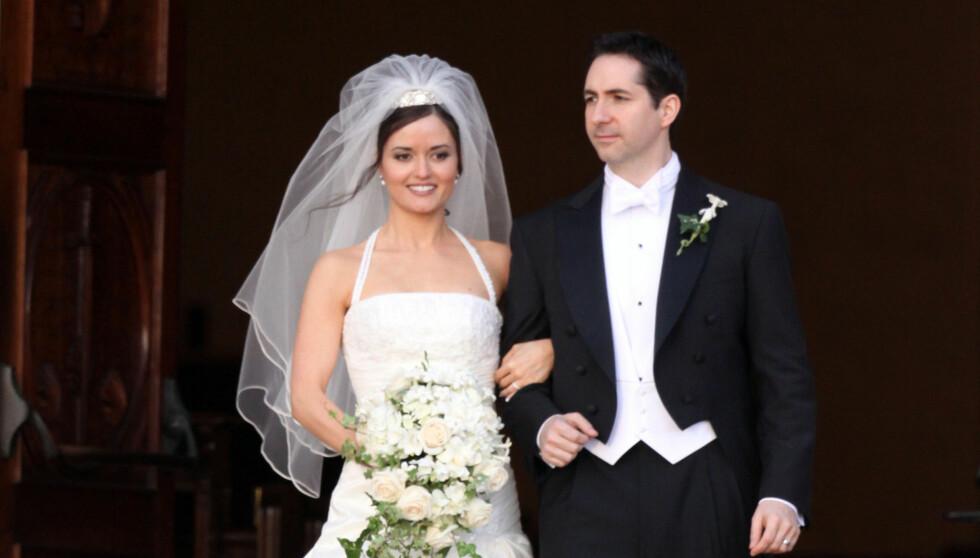 OFFISIELT: Denne uken ble skilsmissen offentlig godkjent, og Danica Mckellar og Mike Verta er ikke lenger mann og kone. Her fra bryllupet som ble holdt i 2009 på hennes hjemsted La Jolla i California.  Foto: Stella Pictures
