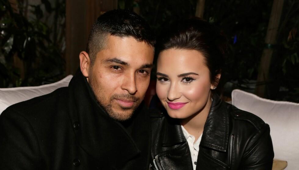 ROMANTISK: Wilmer og Demi fotografert under Topshops åpning i Los Angeles på selveste Valentine. Da hadde paret akkurat kost seg i flere timer på restaurant for å feire kjærligheten. Foto: All Over Press