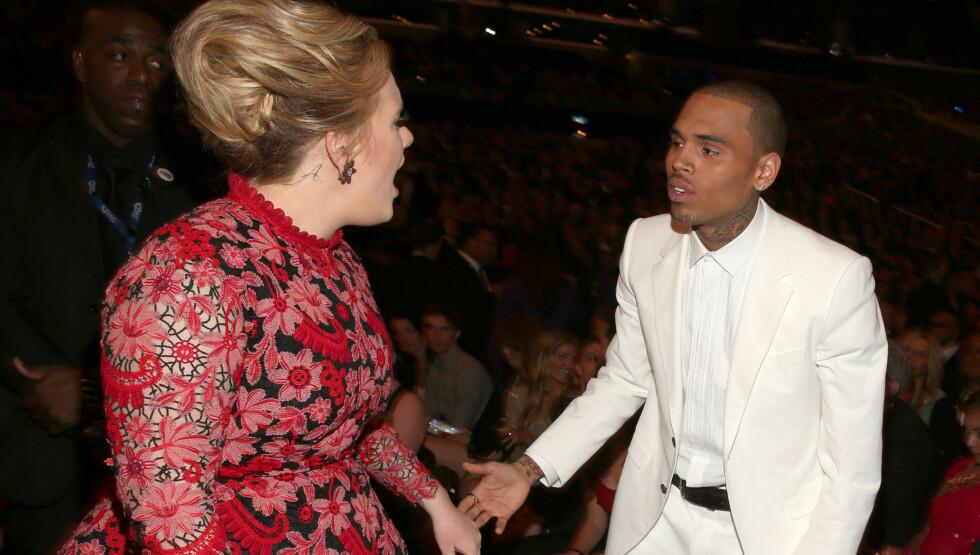 """FIKK KJEF: """"Skyfall""""-sangeren Adele gikk resolutt bort til Chris Brown og kjeftet etter at rapperen demonstrerte mot Ocean under søndagens Grammy-utdeling i Los Angeles. Foto: All Over Press"""
