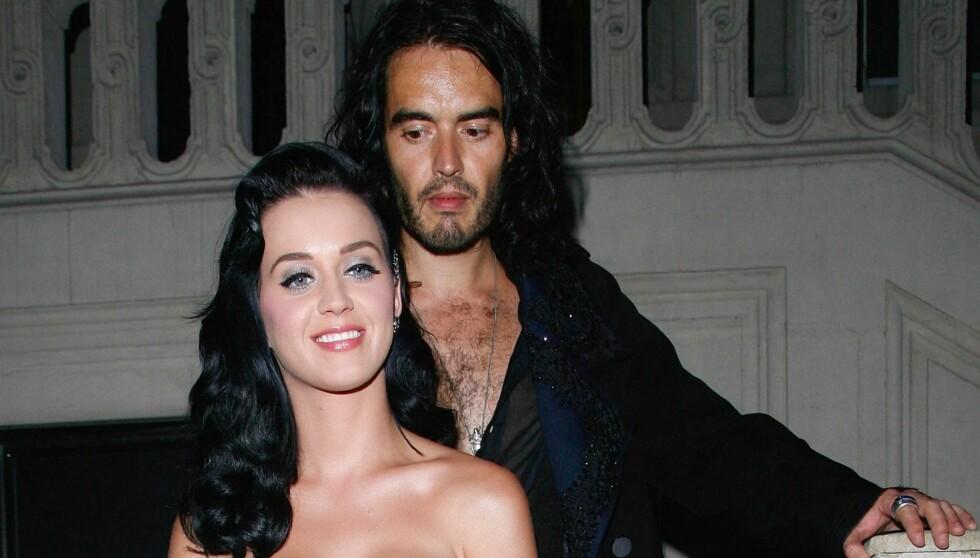 SNAKKER OM DET MESTE: Rundbrenneren Russel Brand var gift med popstjernen Katy Perry. På radio viklet han seg inn i en samtale om eksens edlere deler. Foto: All Over Press