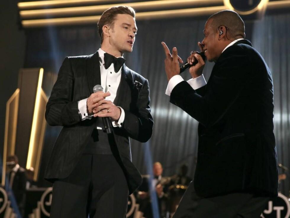SUIT AND TIE: Jay-Z og Justin Timberlake på scenen under Grammy-showet.  Foto: All Over Press