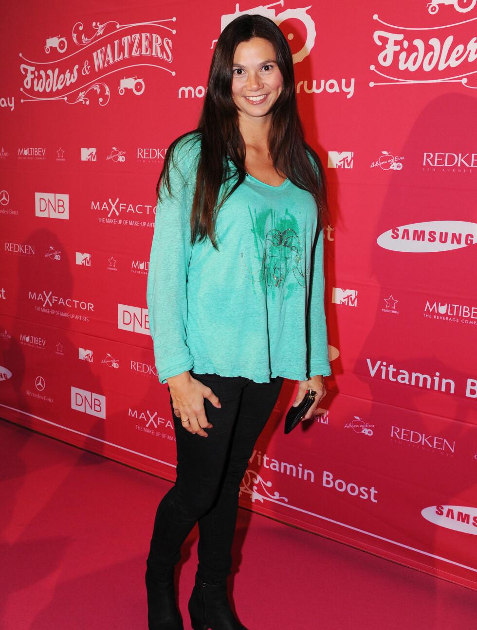 MINT: TV2s villdyrlege Silje Hvarnes valgte sorte jeans og mintgrønn genser.  Foto: Stella Pictures
