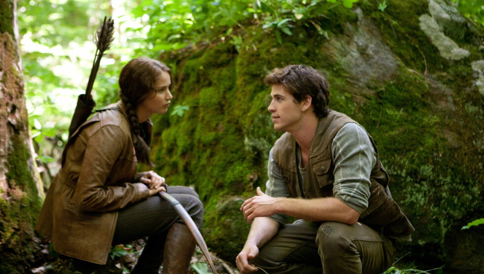 POPULÆR: Jennifer Lawrence har gjort suksess på filmlerretet blant annet i filmen «Hunger games». Her er hun sammen med Liam Hemsworth i en scene fra filmen. Foto: Filmweb