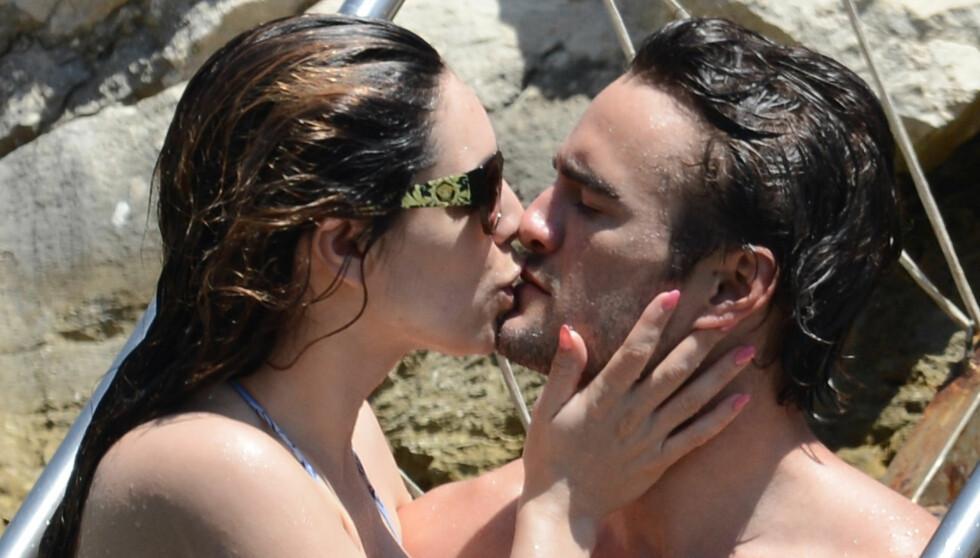 BRUDD: Forholdet mellom Thom Evans og Kelly Brook har tatt slutt. Her er de fotografert sammen på kjærlighetsferie i 2012. Foto: All Over Press