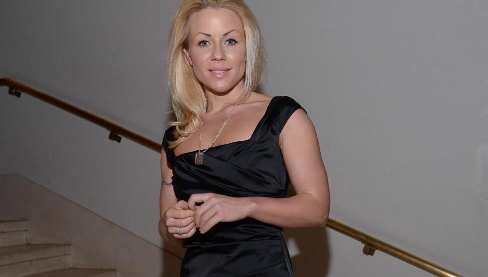 KOM ALENE: Lene Alexandra Øien var stilig i den lille sorte da hun dukket opp på «My Fair Lady»-premieren i Oslo fredag for å se kamerat Dennis Storhøi i aksjon på scenen.  Foto: Stella Pictures