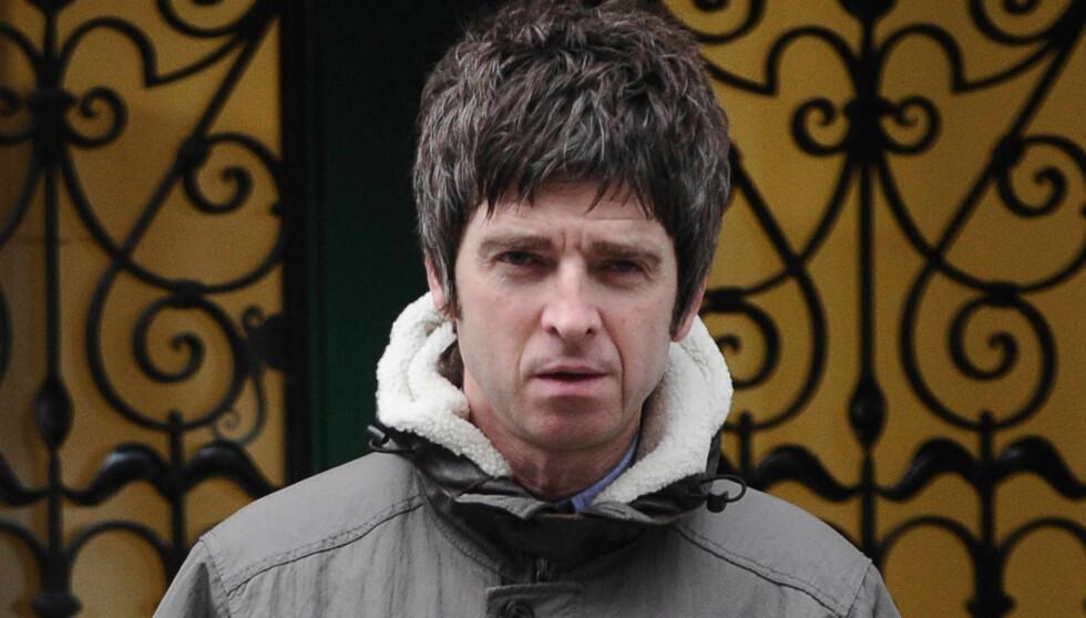 SLITER MED TINNITUS: Den tidligere Oasis-gitaristen fikk nylig utført en MR-undersøkelse etter å lenge ha vært plaget av susing i øret, noe som er et velkjent tegn på ørelidelsen. Foto: Stella Pictures