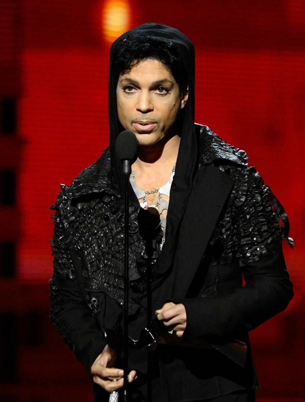 SJELDEN OPPTREDEN: Artisten Prince er kjent for å være mediesky, men snakket også til salen fra scenen. Foto: All Over Press