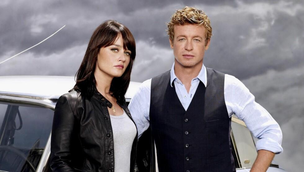 TV-STJERNER: I «The Mentalist» spiller Robin Tunney rollen som Teresa Lisbon. Her er hun med hovedrolleinnehaver Simon Baker, som spiller Patrick Jane i TV3-serien. Foto: Fame Flynet