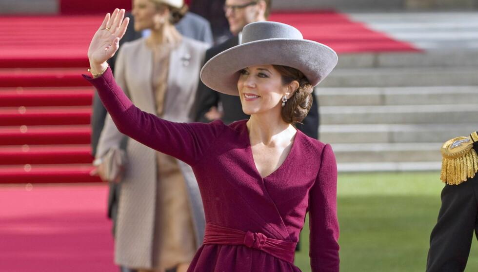 STILTOPPEN: Kronprinsesse Mary berømmes stadig for sin stil. Her ser vi henne fra kongelig bryllup i Luxembourg , hvor hun tok i bruk to av høstens største trender: fargen burgunder og peplumsnittet.  Foto: All Over Press