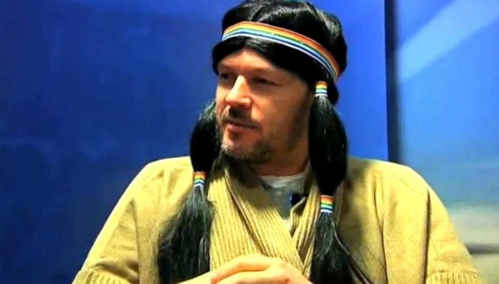 KLEDDE SEG UT SOM KVINNE: Daværende Aalesund-trener Kjetil Rekdal kledde seg i 2011 ut som kvinne, da han skulle oppsummere tippeligasesongen for lokal-TV stasjonen TV 8. Foto: TV 8