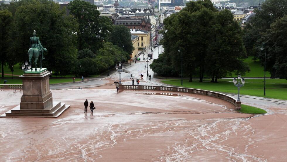 NYTT DEKKE: Fredag kom statsråd Rigmor Aaserud med den nyheten om at Slottsplassen skal pusses opp. Foto: NTB scanpix