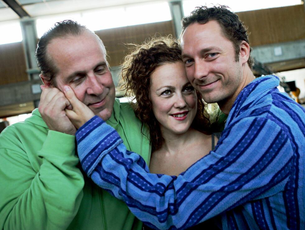 GLAD I KOS: Peter Stomare spilte mot Marian Saastad Ottesen og Trond Fausa Aurvåg i den norske filmen «Tatt av Kvinnen» fra 2007. Foto: NTB scanpix