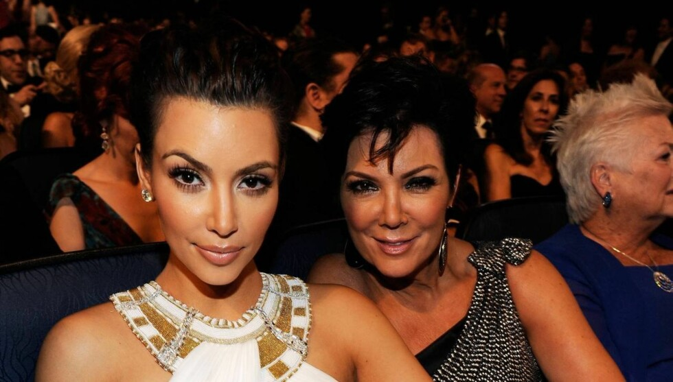 KALLER BESKYLDNINGENE LATTERLIGE: Kris Jenner benekter at hun noen gang har lagt en hånd på datteren Kim Kardashian. Foto: All Over Press