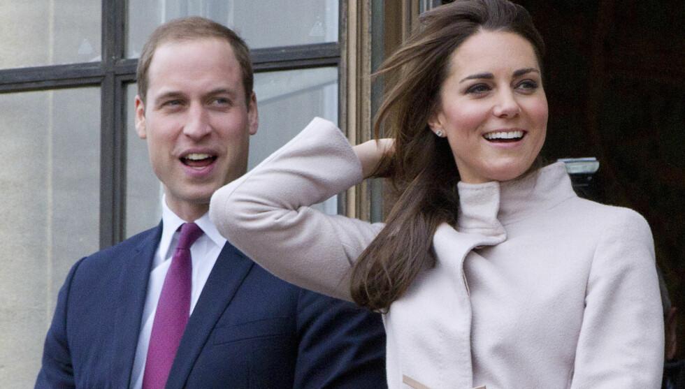 TRENGER HJELP: I juli blir hertuginne Kate mamma for første gang. I den forbindelse søker hun og William hjelp i hjemmet. Her er det noe kravstore hertugparet avbildet under et besøk i Cambridge i november. Foto: Stella Pictures