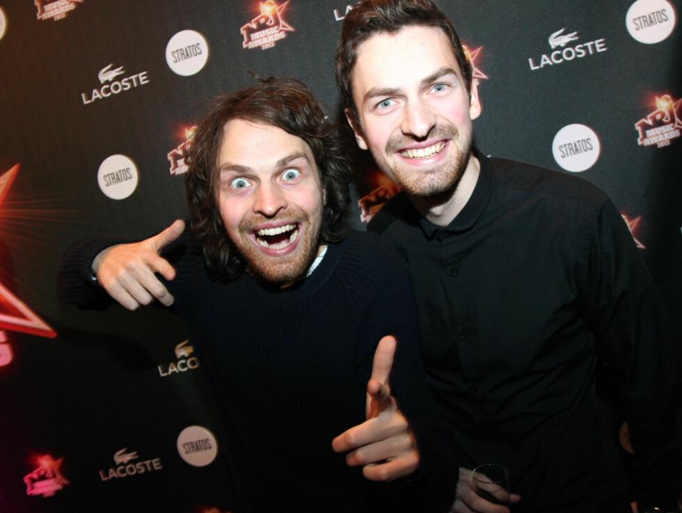 """GLISTE GODT: Brødrene Magnus (t.v.) og Erik utgjør duoen i """"Sirkus Eliassen"""". De festet begge godt fra seg på NRJ Music Award. Foto: NRJ"""