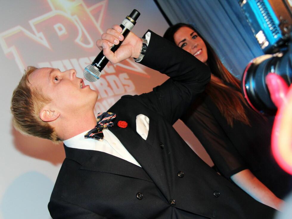 KLAMYDIA: Navnet på sangen til Petter Pilgaard er av det pinlige slaget. Under NRJ Music Award framførte han likevel med eller uten stil... Døm selv! Foto: NRJ