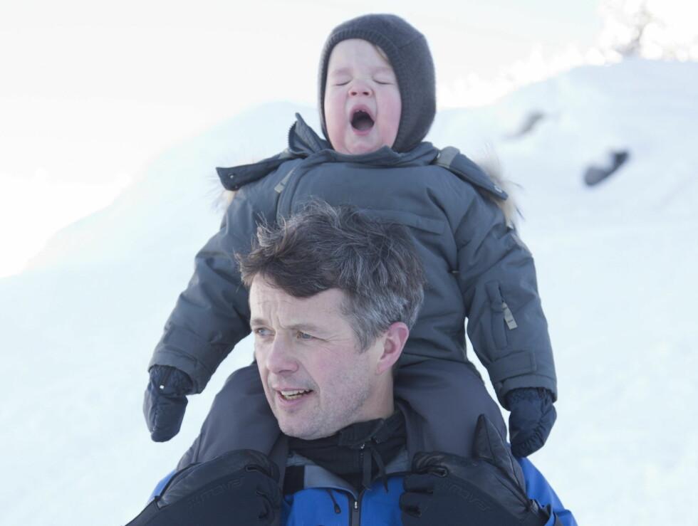 GJESP:  Prins Vincent var klar for en liten høneblund! Foto: UK Press