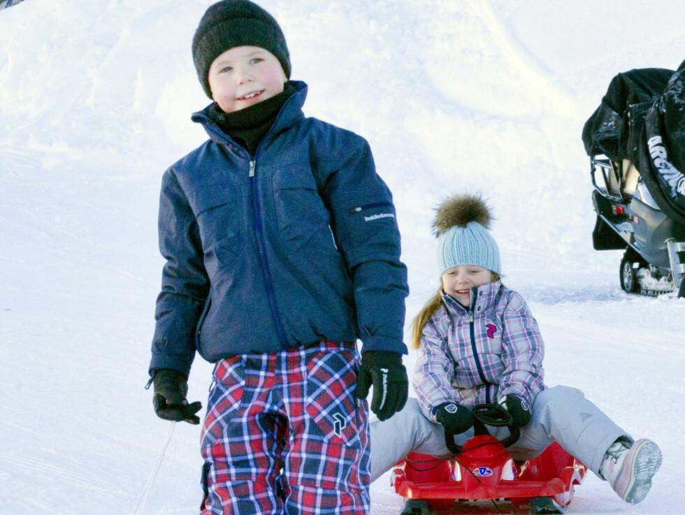 HELT KONGE: Prins Christian, som en gang skal bli Danmarks konge, stilte i kule rutete bukser med matchende jakke. Foto: All Over Press