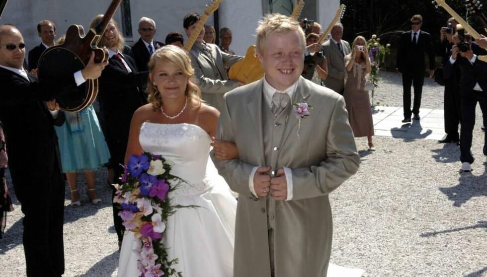 FAMILIEMANN: Kurt Nilsen giftet seg med kjæresten Kristin i 2006, og forteller at han savner familien når han er ute og reiser.  Foto: Robert S. Eik