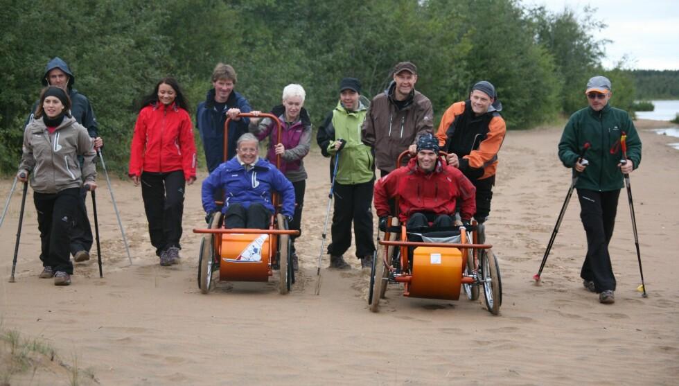 ALT ER MULIG: «Ingen Grenser» er en prisbellønet TV-serie hvor elleve deltakere med ulike fysiske funksjonshemninger - nettopp - får testet sine grenser. Her fra sesong 2. Foto: NRK