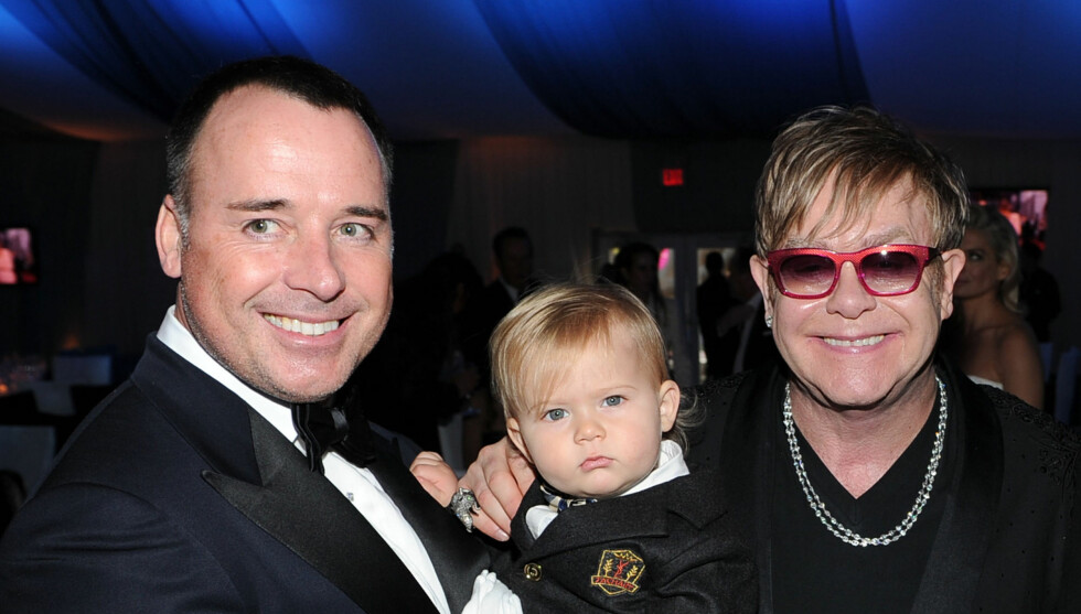 STOLTE FORELDRE: Elton John og David Furnish har gjort Zachary til storebror. Foto: All Over Press