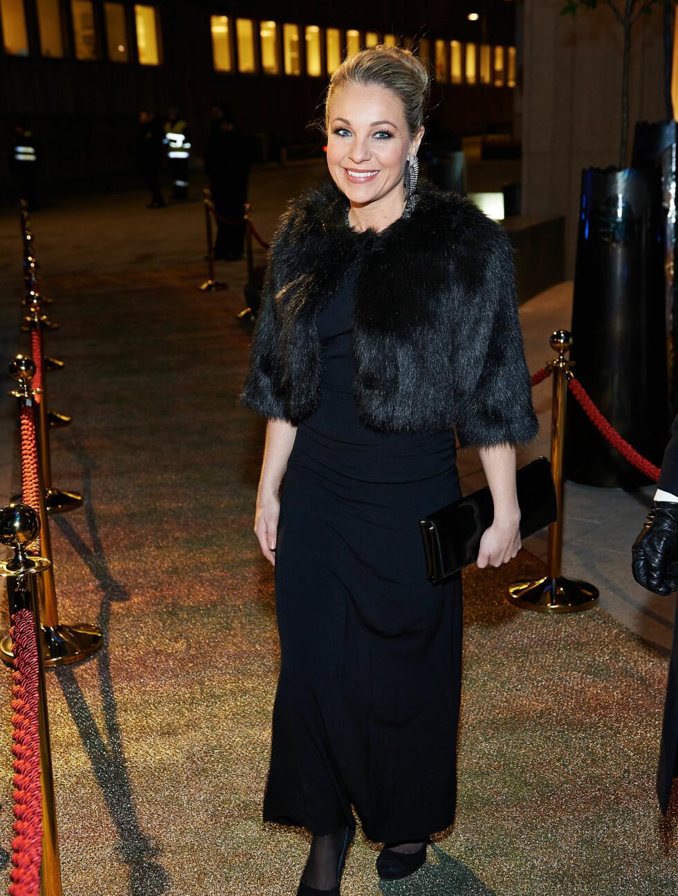 DEN LANGE SORTE: Skuespiller Janne Formoe stilte i en elegant, sort kreasjon da hun ankom åpningsfesten. Foto: Stella Pictures