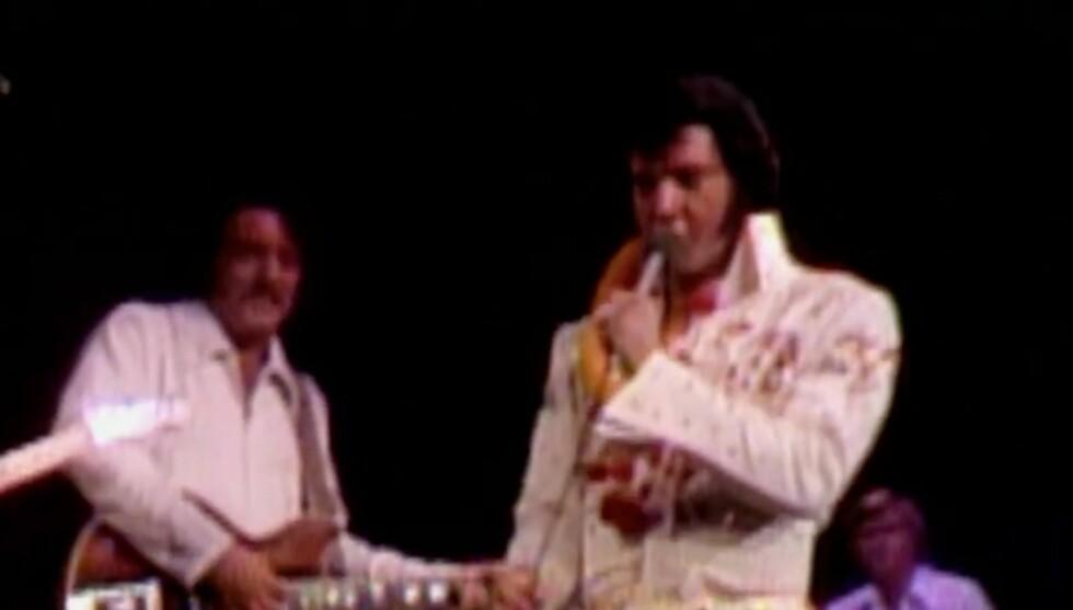 GITARIST FOR KONGEN: John Wilkinson var lenge en av Elvis Presleys faste gitarister. Foto: Youtube