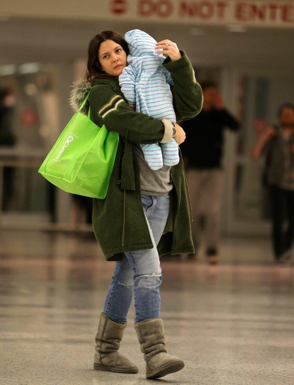 MAMMALYKKE: For Drew Barrymore er det viktigste nå for tiden å være mamma for lille Olive.  Foto: All Over Press