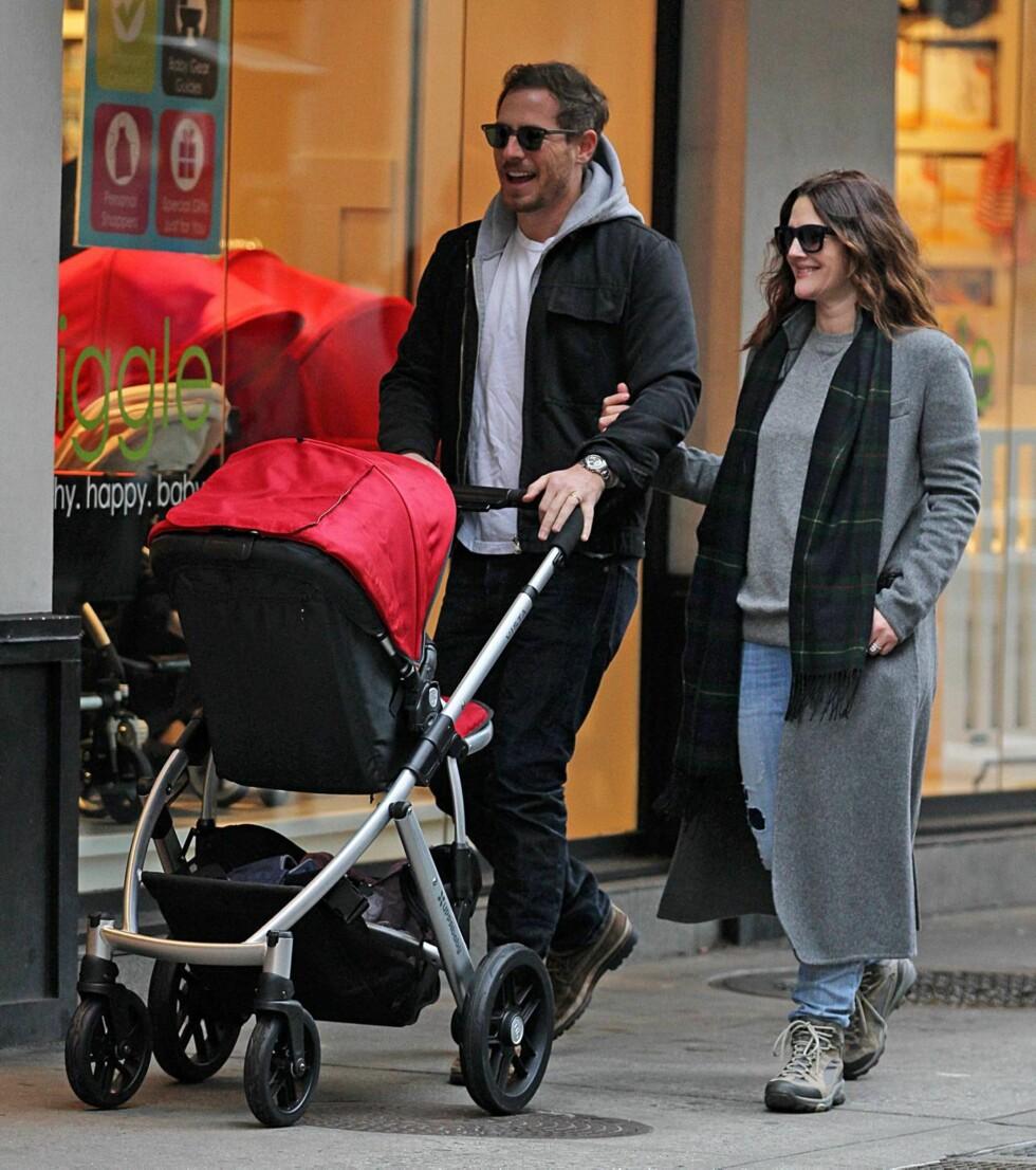 AVSLAPPET: Drew og ektemannen på tur rundt i New Yorks gater. Foto: All Over Press