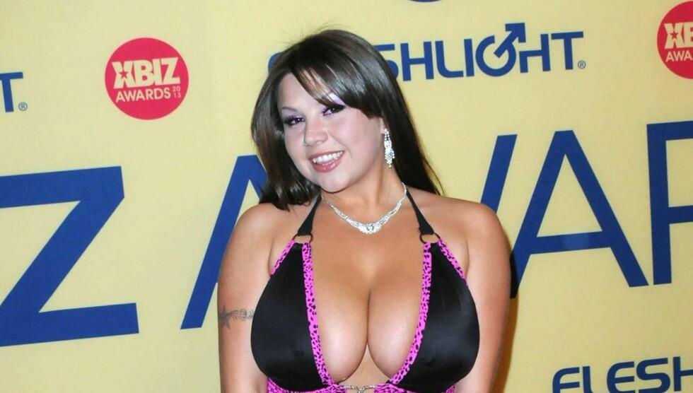 PÅ VIFT: Sheridan Love i kveldens dypeste utringning da hun gjestet XBIZ Awards - pornoindustriens svar på Oscar - i Los Angeles lørdag kveld. Foto: All Over Press