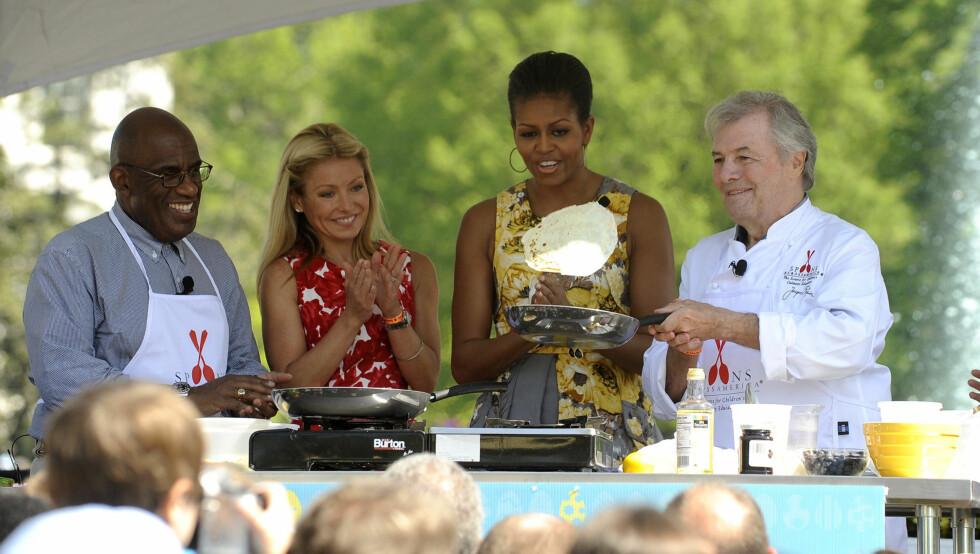 PROFILERT REPORTER: Al Roker (t.v.) har flere ganger møtt presidenten og hans kone, Michelle (nummer to fra høyre). Foto: Stella Pictures