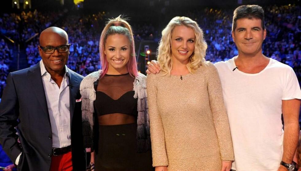 DOMMERE: Demi Lovato sammen med X Factor-kollegaene Britney Spears, L.A. Reid og Simon Cowell. Foto: All Over Press