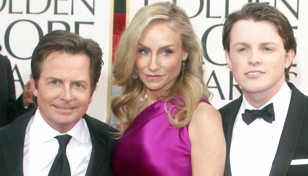 MED FAMILIEN: Michael J Fox kom med kona Tracy Pollan og sønnen Sam på Golden Globe utdelingen sist helg. Foto: FameFlynet